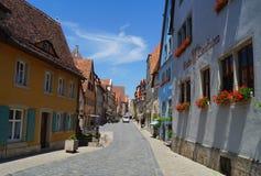 古镇在Rothenburg ob der陶伯的购物街道 免版税库存图片
