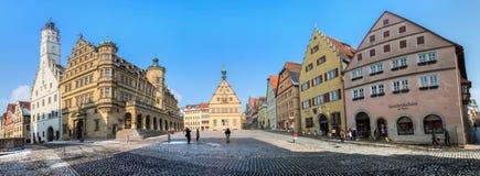 Rothenburg obder Tauber, Tyskland - marknadsföra kvadrerar och stadshuset Royaltyfri Fotografi