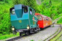 从Rothorn的火车向布里恩茨 免版税图库摄影