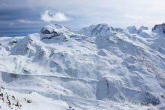 从Rothorn的看法3,103 m陈列瑞士阿尔卑斯的高山 瓦雷兹, Switzerland.Factories在瓦雷兹,瑞士散开抽烟作为工业废料到航空 库存图片