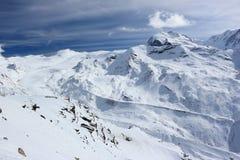 从Rothorn的看法3,103 m陈列瑞士阿尔卑斯的高山 瓦雷兹, Switzerland.Factories在瓦雷兹,瑞士散开抽烟作为工业废料到航空 图库摄影
