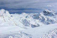 从Rothorn的看法3,103 m陈列瑞士阿尔卑斯的高山 瓦雷兹, Switzerland.Factories在瓦雷兹,瑞士散开抽烟作为工业废料到航空 库存照片
