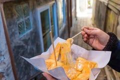 Roti乳酪用变甜的浓缩牛奶 免版税图库摄影