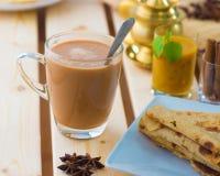 Roti-canai und der Tarik, sehr berühmte Getränk und das Lebensmittel in Malaysia stockfotografie