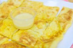 Roti com leite condensado abrandado imagem de stock royalty free