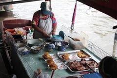 Roti con il piatto del pane che fa in Tailandia fotografia stock