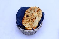 Roti del norte del pan indio del kulcha del aloo del pan fotos de archivo