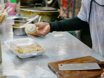 Roti fresco mesmo após o cozimento com o leite condensado abrandado adicionado na parte superior imagem de stock royalty free