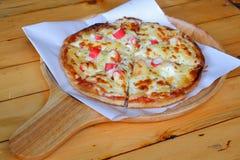 Roti pizza med krabbapinnen överst fotografering för bildbyråer