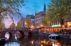 Rotlichtviertel in der malerischen Landschaft Amsterdam-Stadt Stockbilder