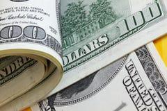 Rotolato sulla fattura del dollaro 100 Fotografie Stock