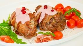 Rotoli al forno con carne di maiale e bacon Fotografia Stock