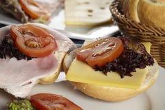 Rotoli del formaggio e del prosciutto - alto vicino Fotografie Stock Libere da Diritti