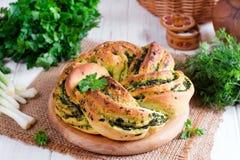 Rotoli di pane all'aglio con aglio, aneto e le erbe Immagine Stock Libera da Diritti