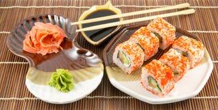 Rotoli di sushi giapponesi dei frutti di mare con il wasabi del bastoncino Fotografia Stock Libera da Diritti