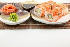 Rotoli di sushi giapponesi dei frutti di mare con il wasabi del bastoncino Immagine Stock