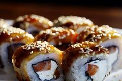 Rotoli di sushi giapponesi di cucina macro Immagini Stock