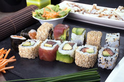 Rotoli di sushi pronti sul piatto Fotografia Stock