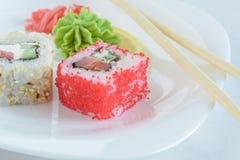 Rotoli di sushi sulla zolla Fotografie Stock