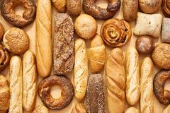 Rotoli e croissant di cottura del pane Fotografia Stock