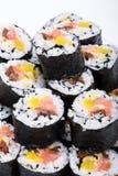 Rotoli freschi di maki dei sushi isolati su backgroun bianco Fotografie Stock