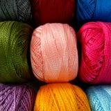 rotoli multicolori del filato Immagine Stock