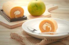 Rotolo arancio del dolce Fotografia Stock