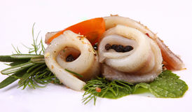 Rotolo con l'aringa Aringa su pertse piatto del esklyuziv di ryby Mormora dell'archivio Conservazione dell'aringa Fotografia Stock Libera da Diritti