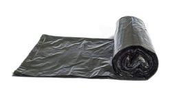 Rotolo dei sacchetti di rifiuti a gettare isolati sopra bianco Fotografia Stock