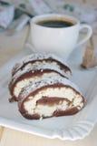 Rotolo del cioccolato con la ricotta Fotografie Stock