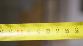 Rotolo del nastro di misurazione - macro stock footage