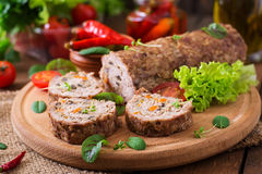 Rotolo della pagnotta di carne tritata con i funghi Immagini Stock