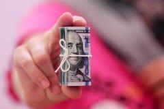 Rotolo delle banconote in dollari Fotografia Stock
