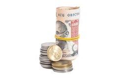 Rotolo delle banconote e delle monete indiane delle rupie di valuta Fotografia Stock