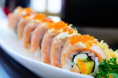 Rotolo di color salmone di maki dei sushi Fotografia Stock Libera da Diritti