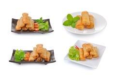 Rotolo di molla cinese fritto per l'aperitivo su fondo bianco fotografia stock