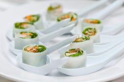 Rotolo di molla vietnamita con le erbe Fotografia Stock