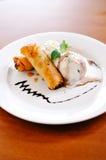 Rotolo di primavera con gelato alla vaniglia Immagini Stock Libere da Diritti