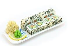 Rotolo di sushi California su bianco fotografia stock libera da diritti