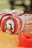 Rotolo di sushi con bacon Fotografia Stock Libera da Diritti