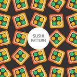 Rotolo di sushi con il modello di color salmone su fondo scuro Immagine Stock Libera da Diritti