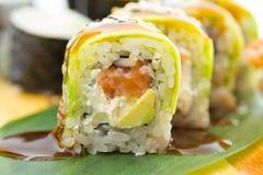 Rotolo di sushi con l'avocado Fotografia Stock Libera da Diritti