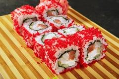 Rotolo di sushi con Masago fotografie stock libere da diritti