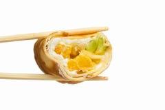 Rotolo di sushi dolce isolato su fondo bianco Fotografie Stock Libere da Diritti