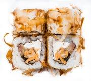 Rotolo di sushi fresco isolato su bianco Fotografia Stock