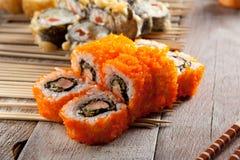 Rotolo di sushi sui bastoni Fotografia Stock Libera da Diritti