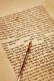 Rotolo di Torah e di Yad Fotografia Stock