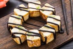 Rotolo dolce con il formaggio cremoso e del kiwi immagine stock libera da diritti