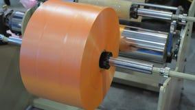 Rotolo fabbricato dei sacchetti di plastica del polimero video d archivio