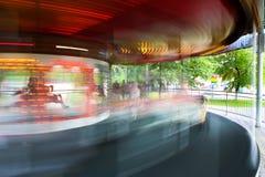 Rotonda che gira nel parco dei bambini fotografia stock libera da diritti